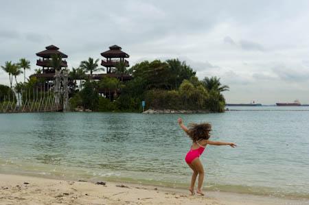 Brincadeiras na praia Palawan, ilha Sentosa